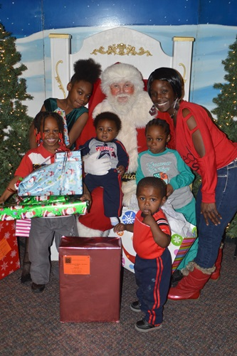 Feature-Image-Assurant-Health-Holiday-Event-12-23-2014